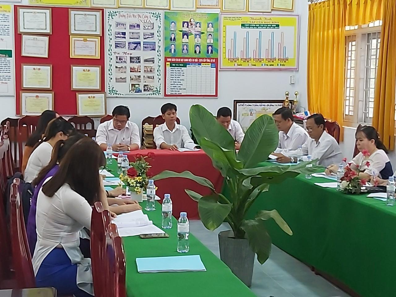 CB-CC-VC của nhà trường tham gia thảo luận